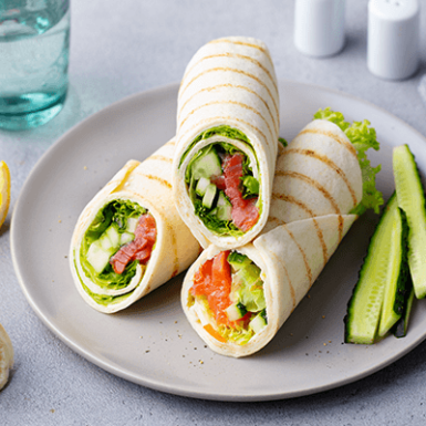 wrap-sandwich-roll-with-fish-salmon-and-vegetables-PR6ZUBS (1)